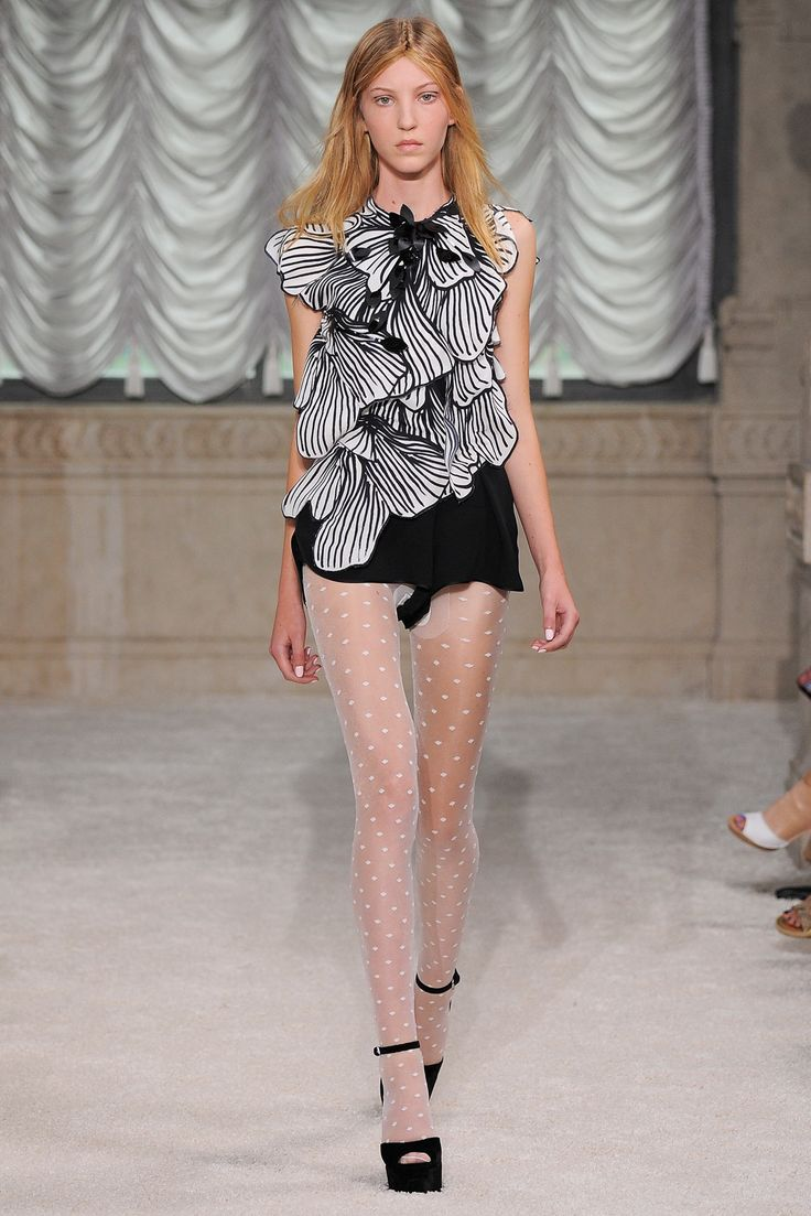 What is happening in the crotch area of this runway look?  REALLY?!!  Giamba Spring 2015 Ready-to-Wear - Look 35 - Style.com
