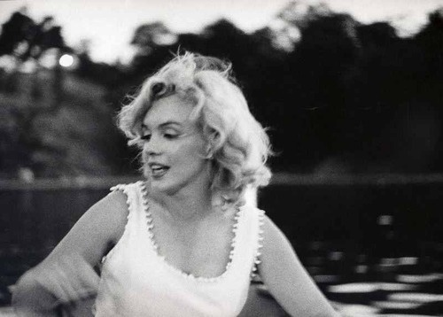 Sam Shaw. Marilyn and Sam Shaw, on the North Lake of Central Park.