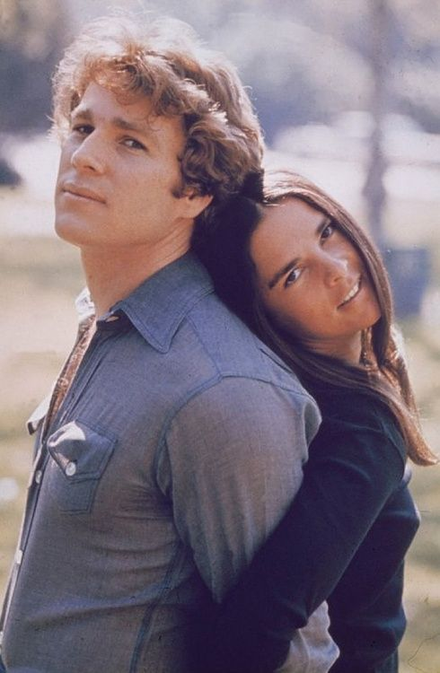 Ryan O'Neal and Ali McGraw in 'Love Story', 1970.