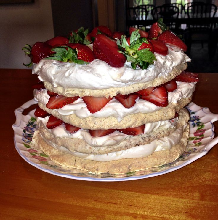 Meringues With Strawberries And Whipped Cream (Schaum Torte) Recipes ...
