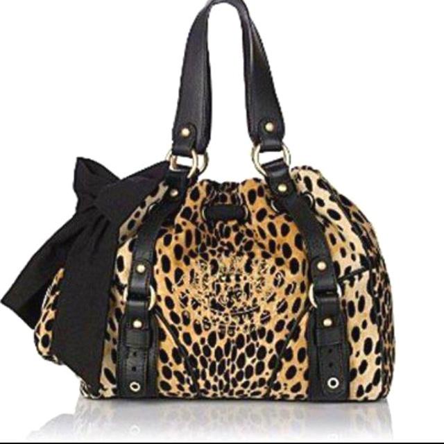 Leopard print juicy bag, hot pink inside.. I want!!