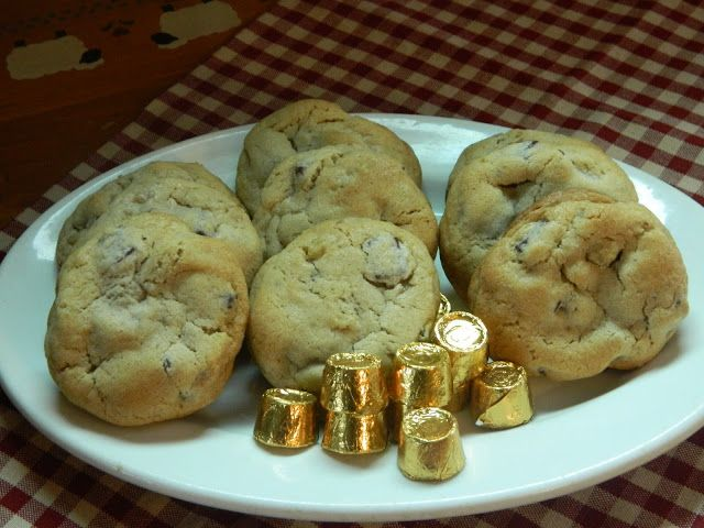 "The Wednesday Baker: ""ROLO"" CHOCOLATE CHIP COOKIES"