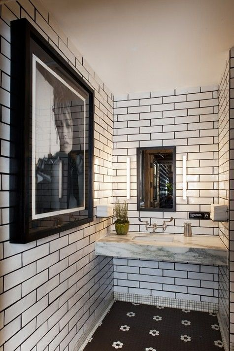 love black/gray grout with subway tiles