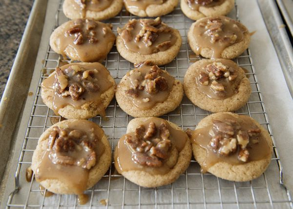 king cake cookies with pecan praline recipe. mardi gras madness!