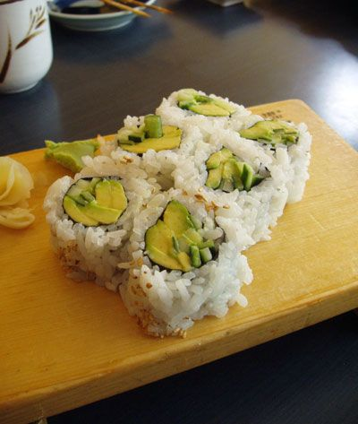 Avocado and cucumber sushi roll. I want this right now. Looks do ...