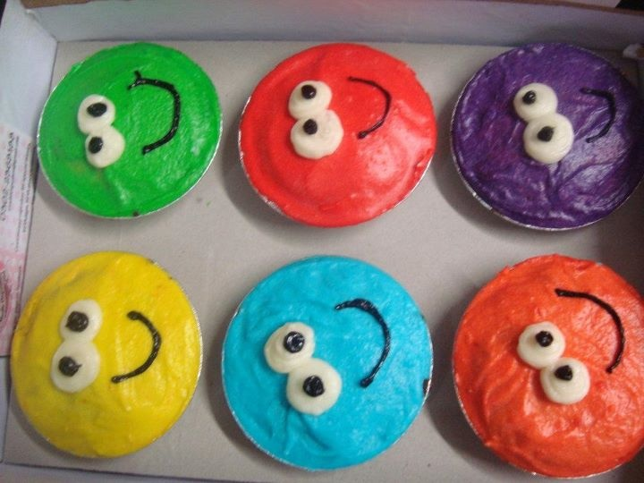 Smiley party cupcake idea.