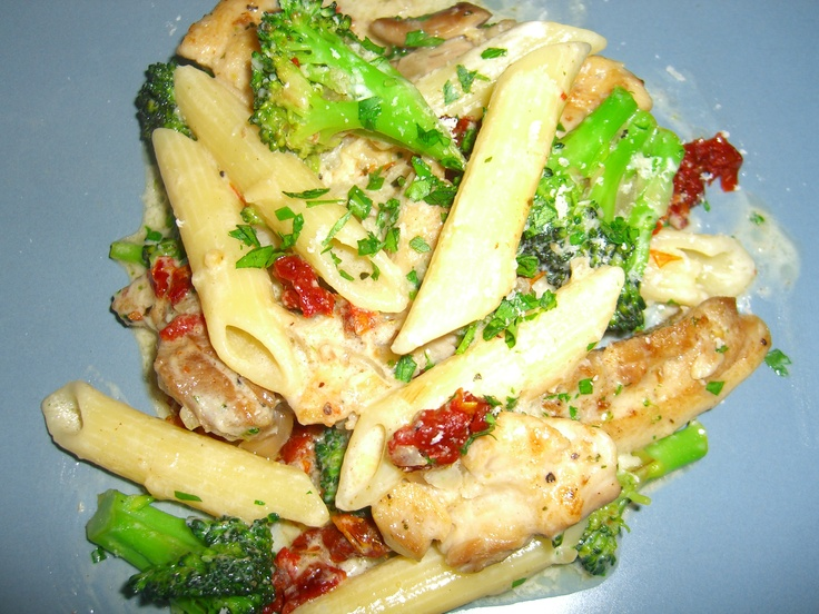 Chicken with brocooli and sun-dried tomatoes in a garlic white wine ...
