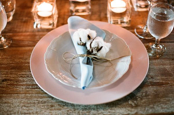 cotton on the neutral place setting - southern weddings - photo made by Melissa Schollaert; MG Floral