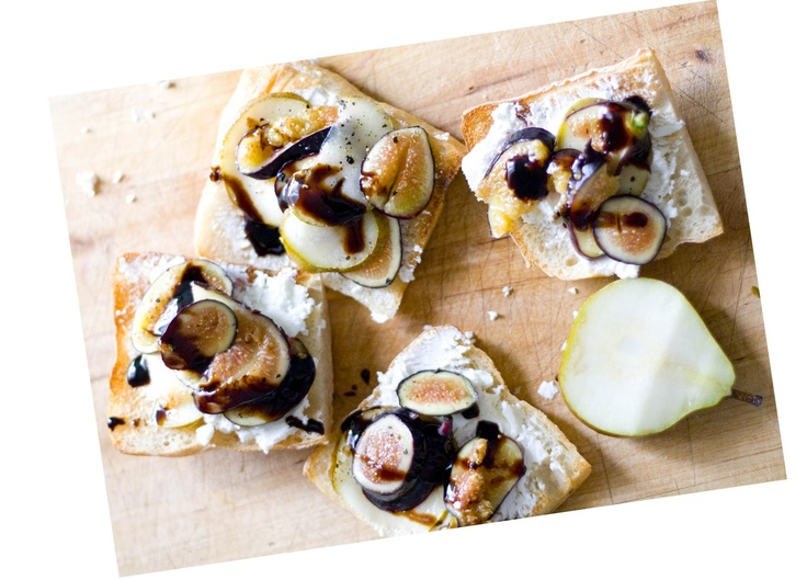lucylaucht - Home - Fig Crostini Goat cheese fig crostini is all I can ...