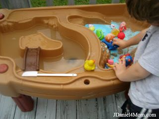 Gilbert the Goldfish Wants A Pet- Gilbert and his friends play in goop and then take a bath in a water table. (Recipe included)