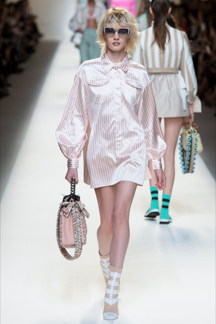 Fashion, Trends, Latest News, Catwalk Photos. - Vogue Vogue fashion week photos