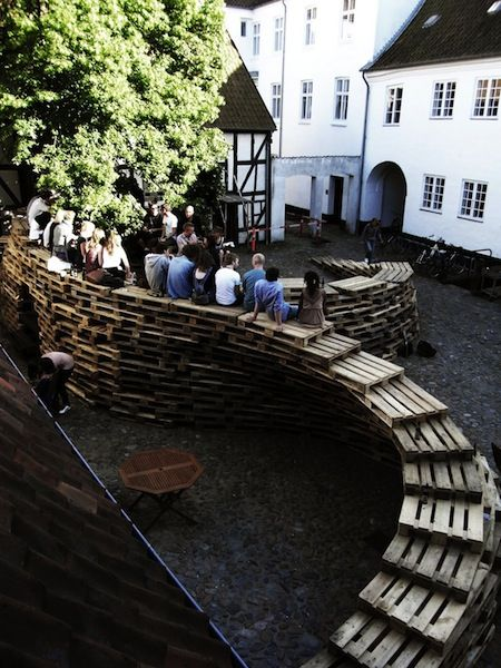 Students of Aarhus architecture school in Denmark made this temporary pavillon made of wooden pallets.