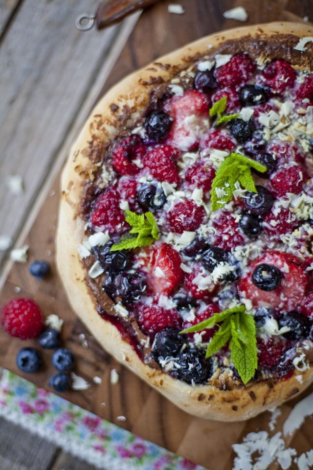 summer berry sweet pizza
