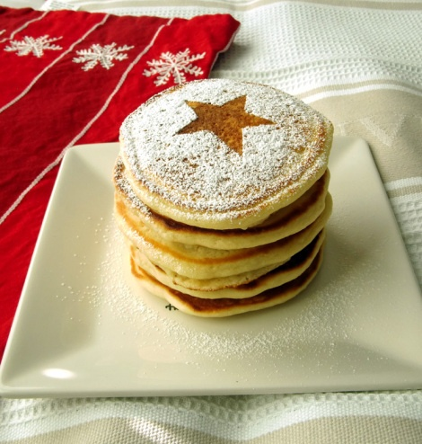 Classic Buttermilk Pancakes (pretty presentations powder sugar ...