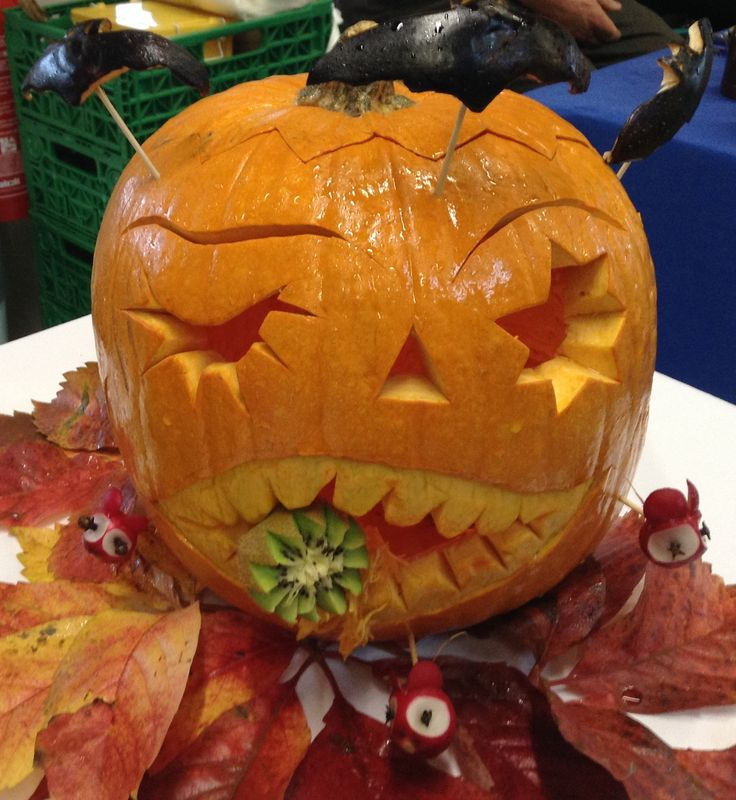 Halloween il mostro mangiatutto fruit carving pinterest