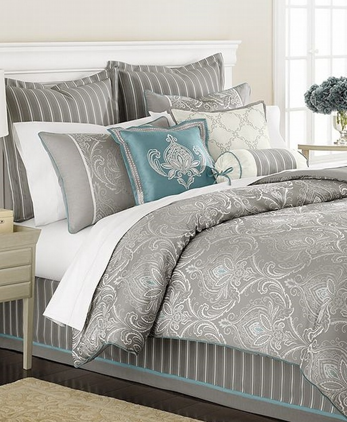 martha stewart bedding set all one color but a pillow with second