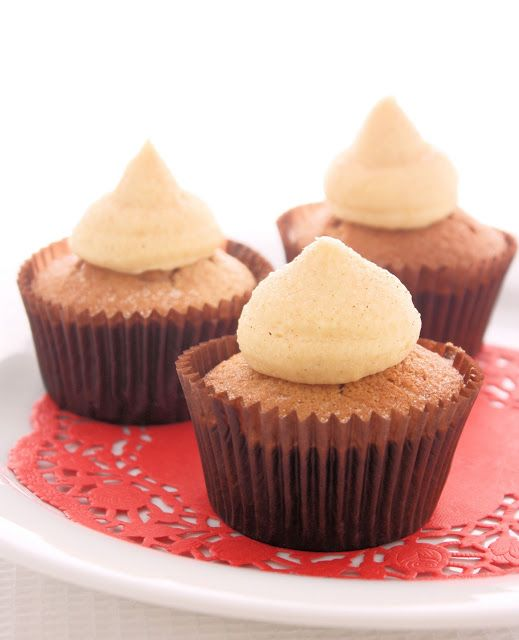 cupcakes Cinnamon Cupcakes with a honey flavored icing. Yum! @ A ...