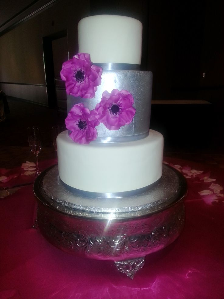 Calumet Bakery Modern Wedding Cake