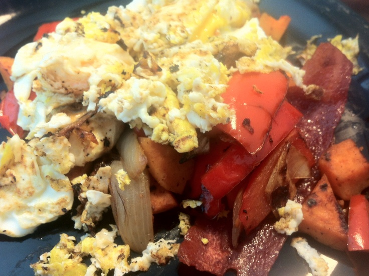 Paleo Sweet-Potato Hash with Turkey Bacon and Eggs - #JBB2