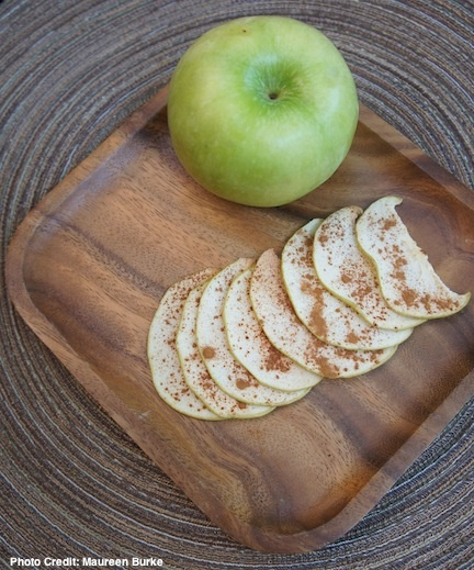 ... by Weelicious: http://weelicious.com/2010/02/22/pear-and-apple-chips