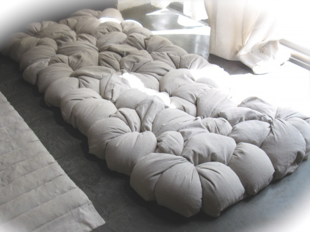 Now THERE is a floor cushion/bed I could fall in love with.  Wonder how well it would roll up and away.