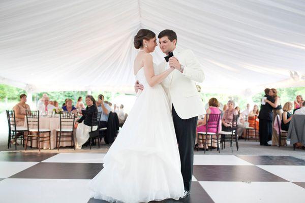 Southern-wedding-white-dinner-jacket.jpg (600×400)