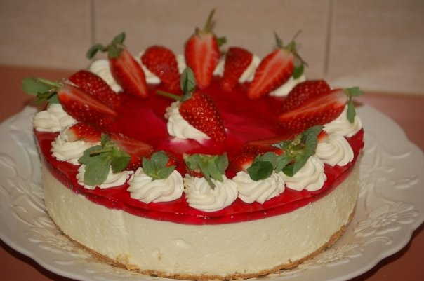 Strawberries and cream Cheesecake | The Best things in life are Sweet ...