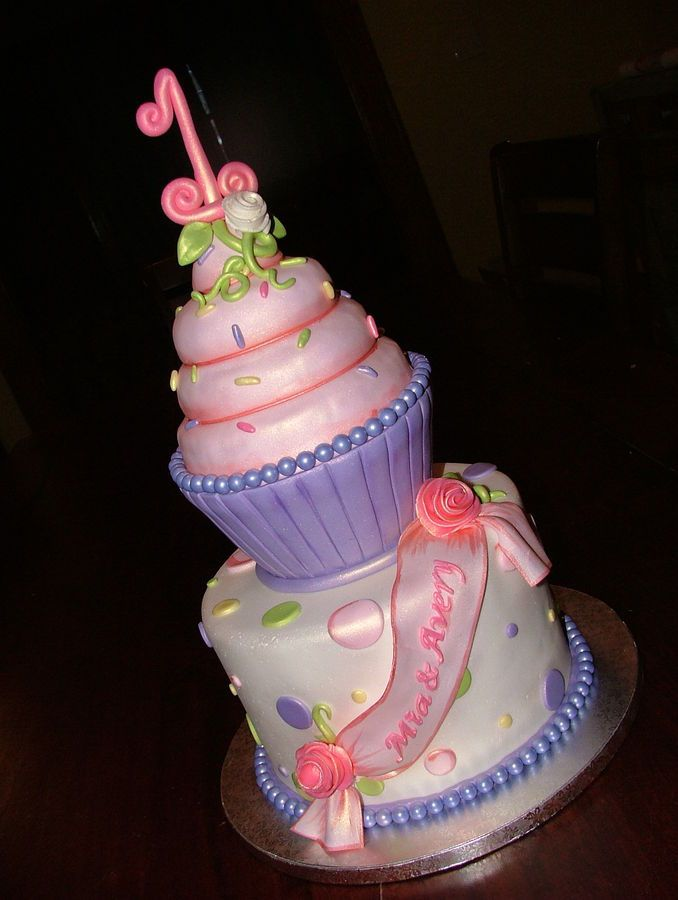 Images Of Huge Birthday Cake : Giant Cupcake First Birthday Cake Cakey :) Pinterest