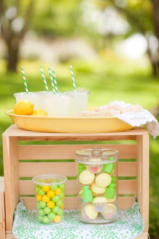 Cutest thing ever--lemonade/treat stand