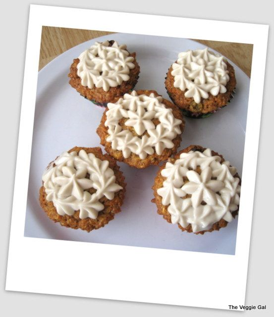 carrot cake cupcakes with cashew frosting #vegan
