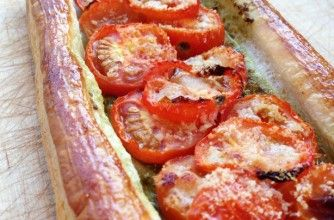 Tomato and pesto tart This easy, open tart with tomato and pesto is ...