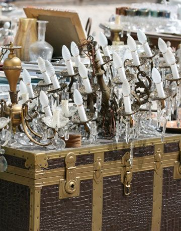 Ventura Flea Market    Situated 60 miles northwest of Los Angeles, Ventura, California promises great antiquing. In addition to Main Street, which features 20 antiques shops, four times a year, the town hosts a huge flea market with over 500 vendors.