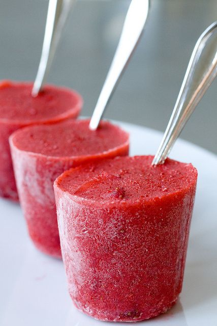 Very Berry Strawberry Ice Pops | desserts | Pinterest