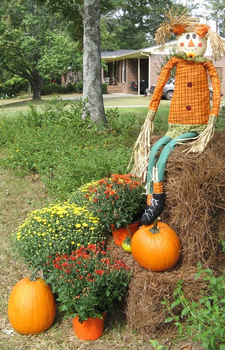 Halloweenscarcrow fall crafts pinterest for Bales of hay for decoration