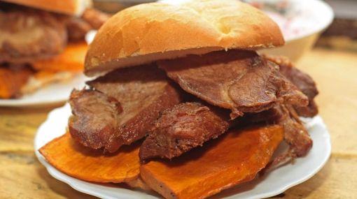Pan con chicharron y camote !! | Peru | Pinterest