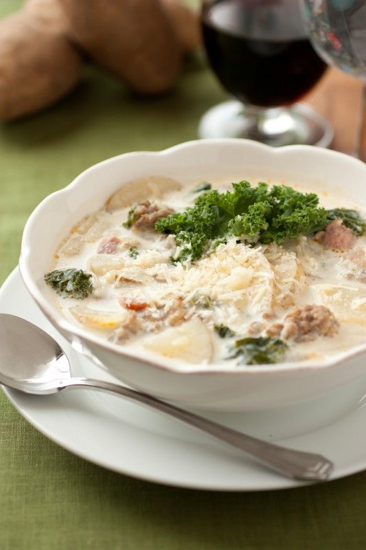 Zuppa Toscana Soup {Olive Garden Copycat Recipe} This is very yummy I ...