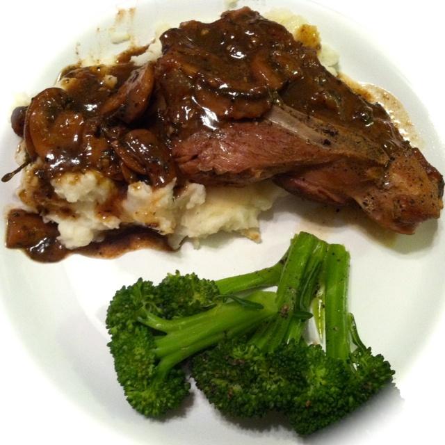 Pork Chops with Wine and Garlic | Recipe