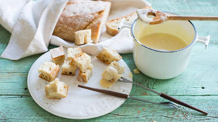 Swiss cheese fondue   yummy snacks   Pinterest