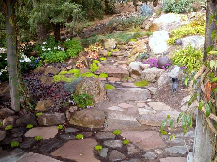 Steep slope rock garden hardscape pinterest for Sloped rock garden designs