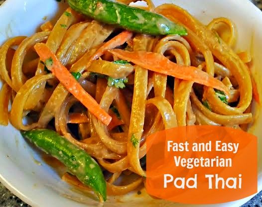 Fast and Easy Vegetarian Pad Thai Recipe. http://momalwaysfindsout.com ...
