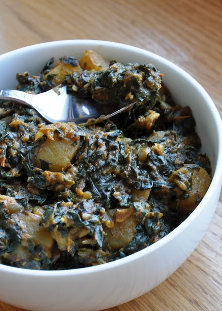 Aloo Palak (Potatoes cooked with chunky Spinach)