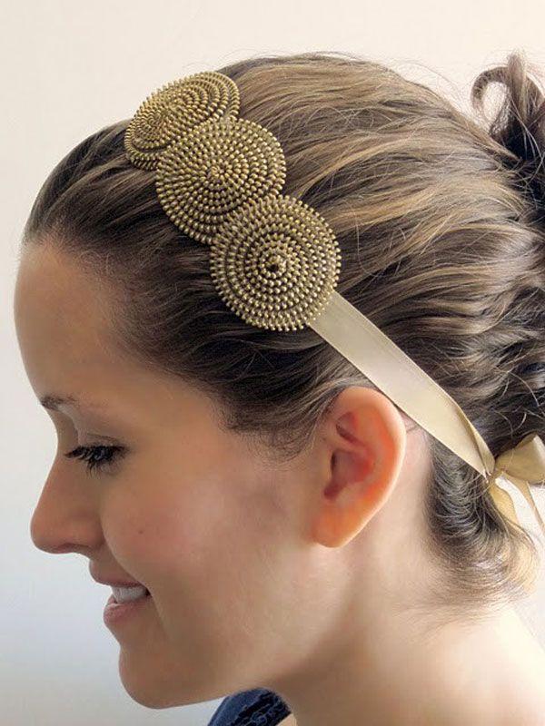Le Frufrù: Una bella banda para la cabeza hecha solo de zippers.  http://lefrufrublog.blogspot.mx/2011/08/accessori-glamour-con-la-vecchia.html