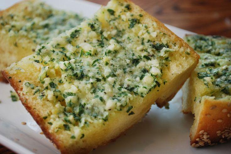 Cheesy Garlic Bread   .Nom nom nom.   Pinterest