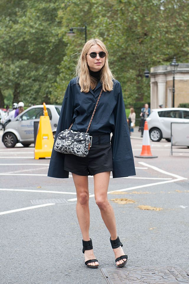 those are some long sleeves. Pernille in London. #LookDePernille