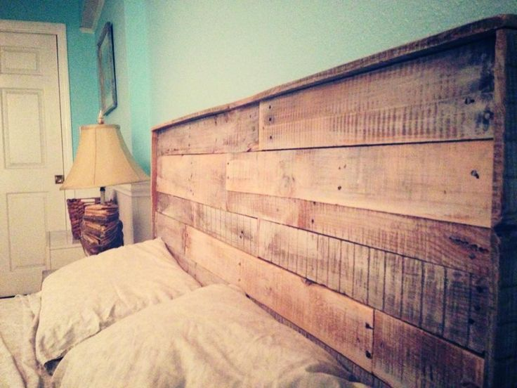 Pallet headboard recycle diy bedroom diy with for Pallet wood headboard