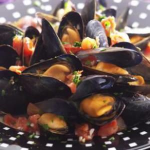 Steamed Mussels in Tomato Broth | Yummy | Pinterest
