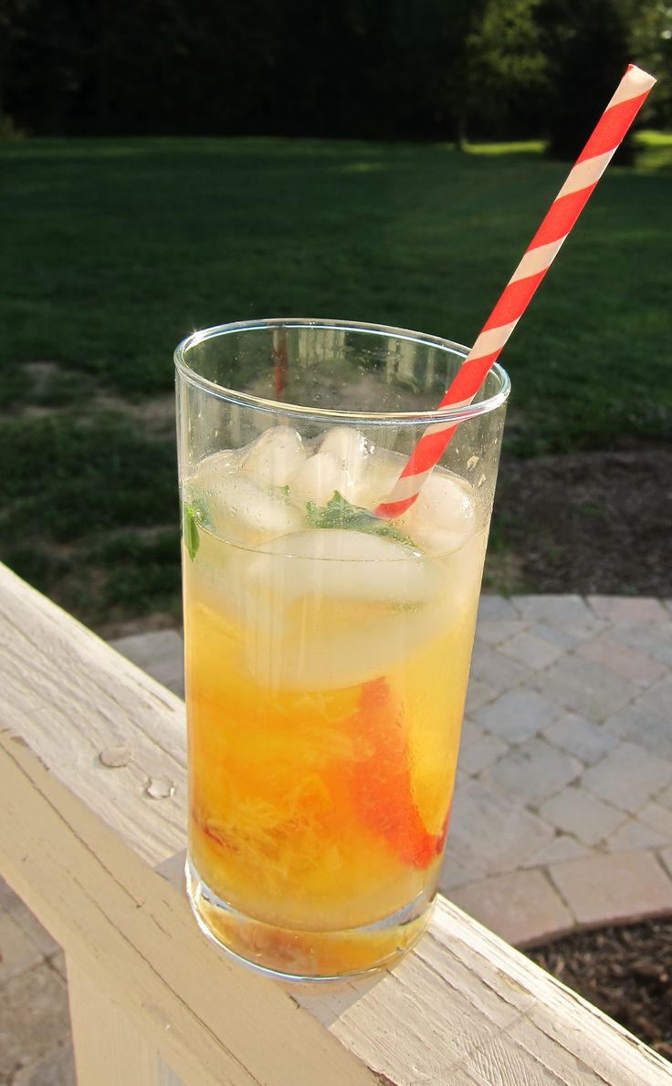peach collins: peach vodka, club soda, lemonade, peach slices