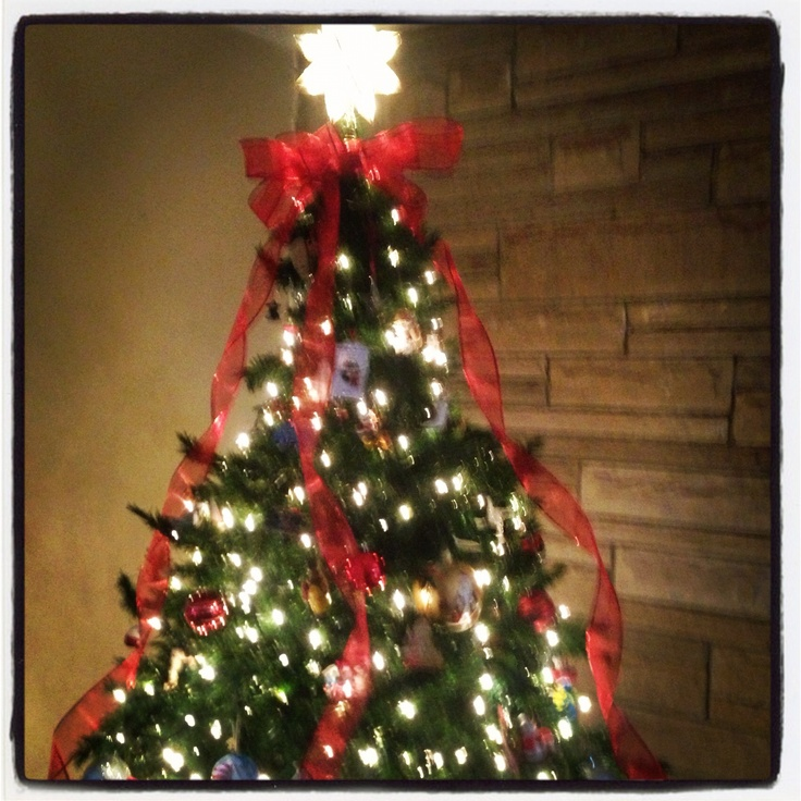 Christmas Tree Decorating With Wire Ribbon : Wire ribbon on tree christmas decorations