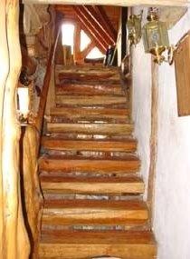 escalera de troncos hachados patagonia escaleras