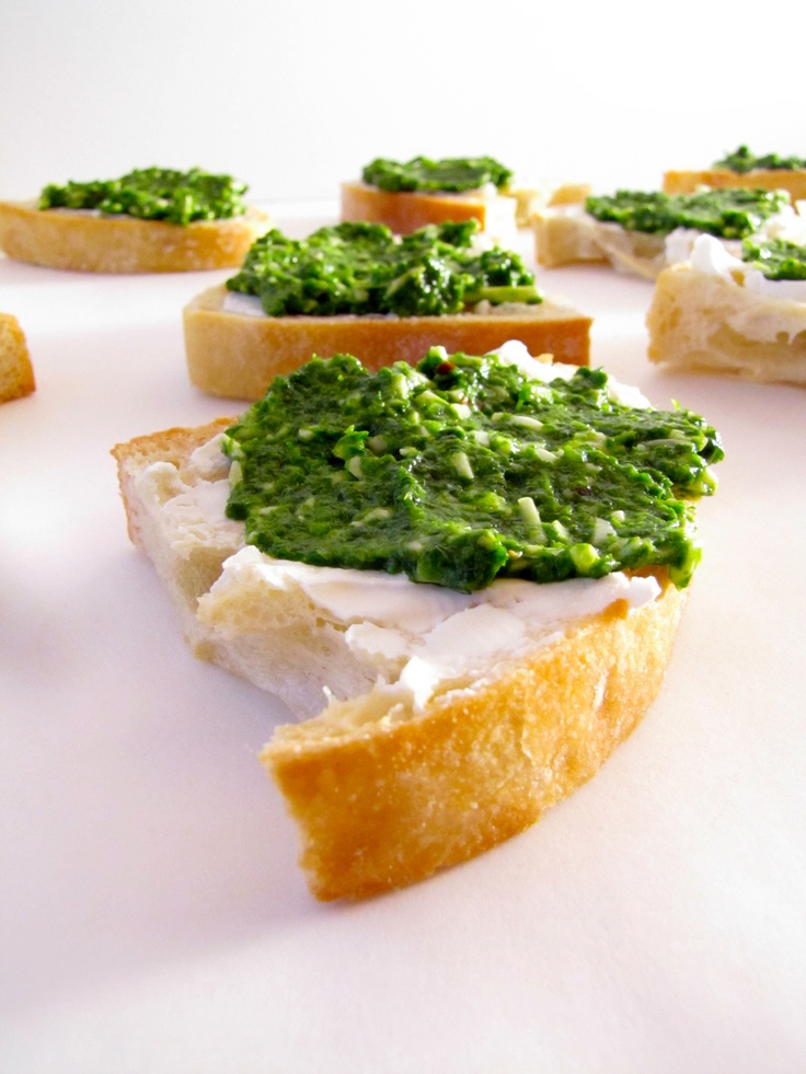 Arugula Pesto-Goat Cheese Crostini | Cheese | Pinterest